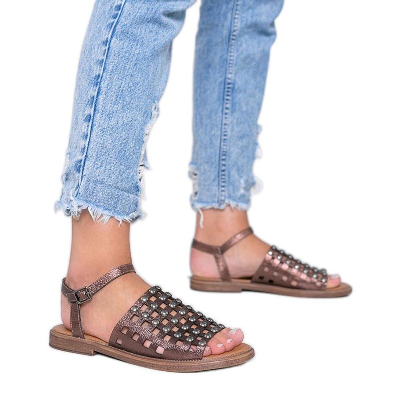 Sandale metalice maro cu știfturi Luxy
