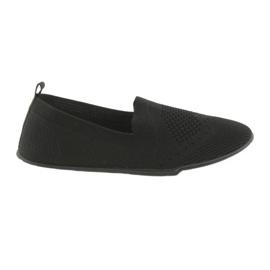 Adidații McKey Adidasi sunt în culoarea neagră negru