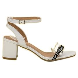 Ideal Shoes alb Sandale elegant Suede