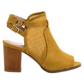 Evento galben Clădiri elegant cu sandale