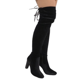 Ideal Shoes negru Cizme din catifea neagră pe postul E-4902