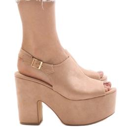 Pantofi roz pe o caramida masivă 8263CA