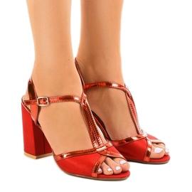 Sandale roșii pe stâlpul de căprioară WED503 roșu