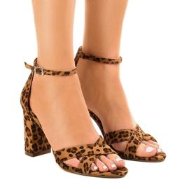 Pantele de sandale pe un post cu piele de căprioară P-6399