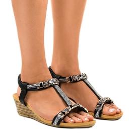 Negru Pantofi negri cu știfturi 9-59