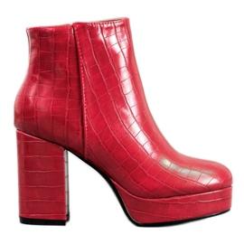 Small Swan Boots On Platform roșu