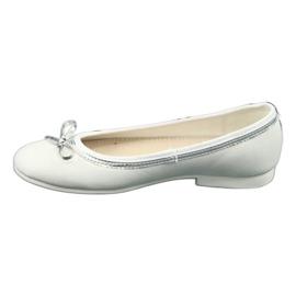Balerinele cu arcul, cu perle albe American Club GC29 / 19 1