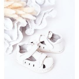 Apawwa Sandale pentru copii cu velcro cu flori albe 1
