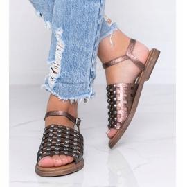 Sandale metalice maro cu știfturi Luxy 2